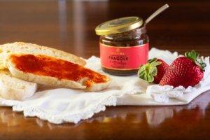 fetta di pane con confettura alla fragola Bon'Ora Prodotti di Sardegna